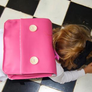 Cartable rose pour la maternelle exotique