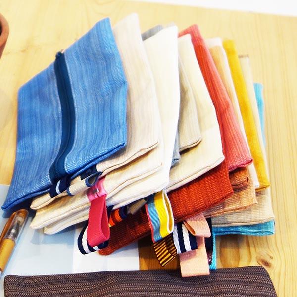 Trousse fabriquée avec des matériaux upcyclés