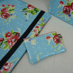 Petite pochette fleurs bleue